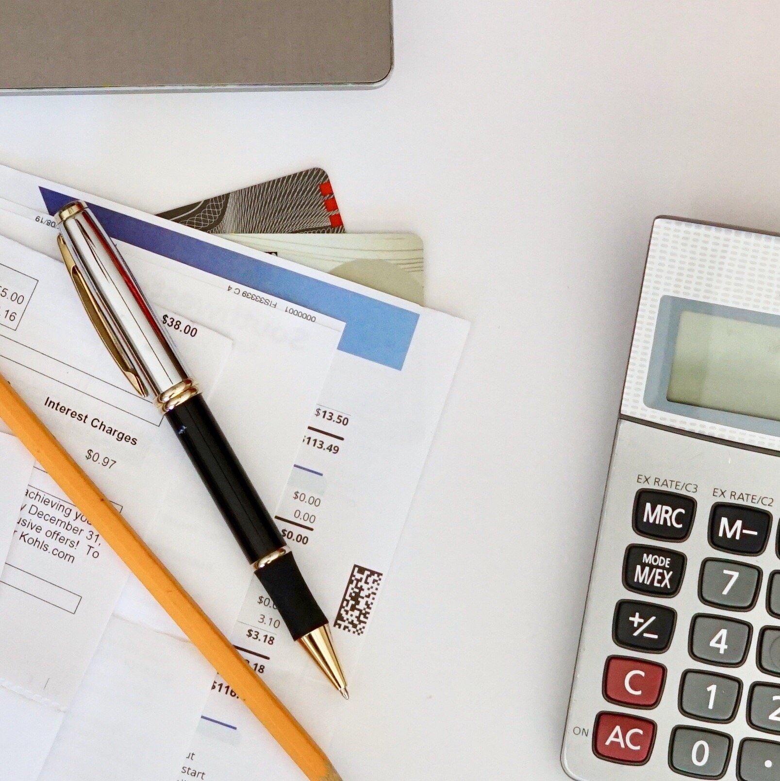 paying-bills-credit-cards-overhead-view-desktop-calculator-pen-and-pencil-creditrating_t20_joV0Gp